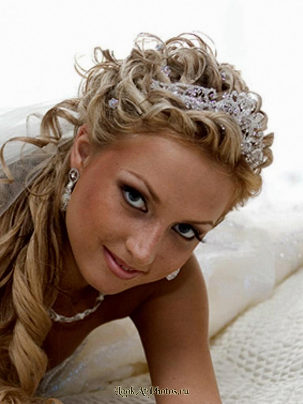 С удовольствием выполню вам свадебную прическу и макияж любой
